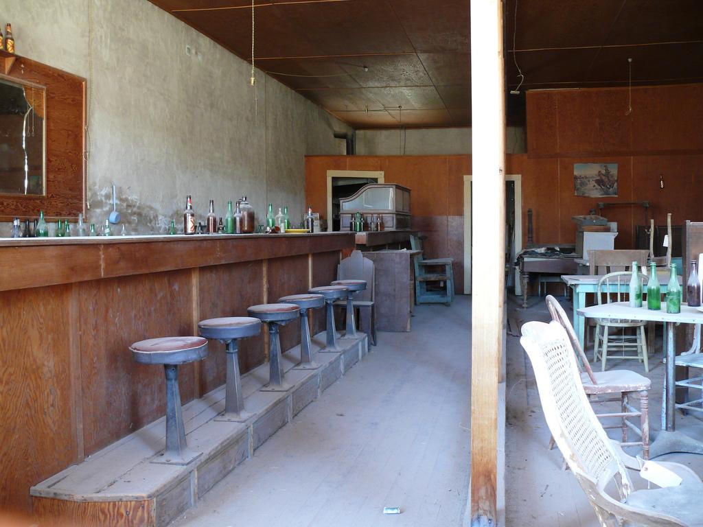 Vecchio locale pub a Bodie negli Stati Uniti